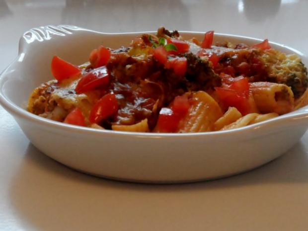 Hähnchen-Nudel-Auflauf mit Champignons, Broccoli und Tomaten-Sahne-Soße - Rezept - Bild Nr. 15