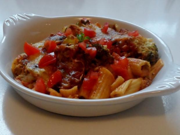 Hähnchen-Nudel-Auflauf mit Champignons, Broccoli und Tomaten-Sahne-Soße - Rezept - Bild Nr. 16