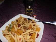 Kürbis-Pasta mit Tomaten und Steinpilzen>> - Rezept