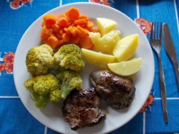Lamm Steak mit Kartoffen,Brokoli und Mören - Rezept