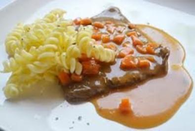 Rezept: Rindsschnitzel in Gemüserahmsauce