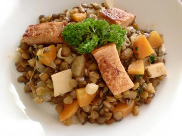 Gebratene Leberkäsewürfel mit Linsen-Gemüse - Rezept