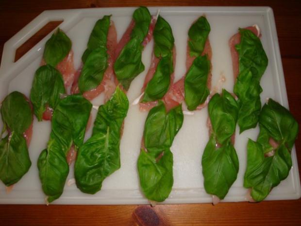 Basilikumhähnchen mit Mozzarella überbacken - Rezept - Bild Nr. 3