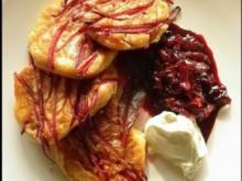 Rote-Bete-Blini mit Balsamico-Zwiebeln und Ziegencreme - Rezept