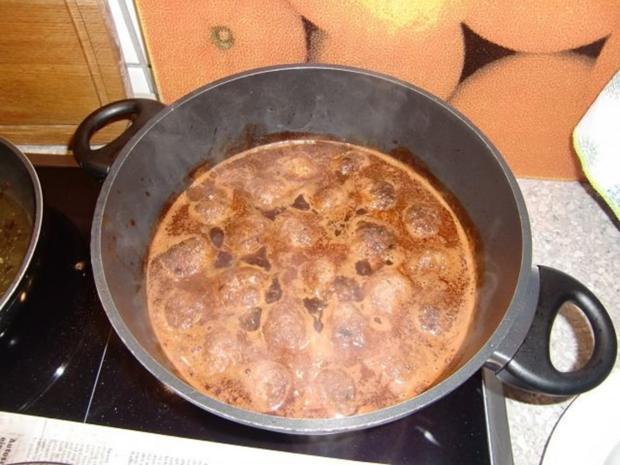 Rinderhackbällchen in einer Rotweinsoße - Rezept - Bild Nr. 11