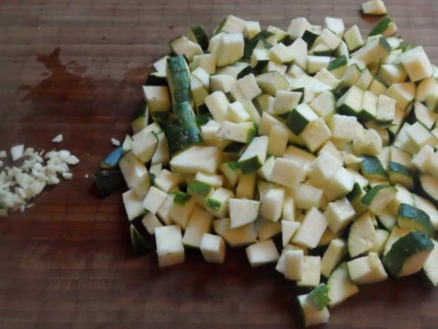 Vorspeisen/Dips: Würziger Zucchini-Schafskäse-Dip - Rezept - Bild Nr. 2
