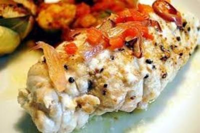 Rezept: gefüllte Hähnchenbrust mit Schafskäse auf Zucchinisalat dazu Kartoffelauflauf mit Pilzen
