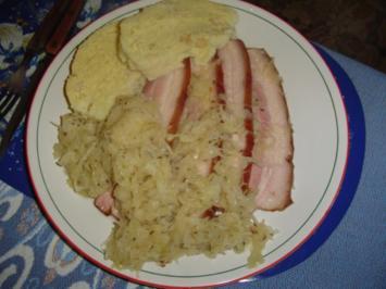 Böhmische Knödel   mit Sauerkraut - Rezept