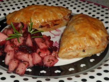 Abendessen/Vorspeise: Blätterteigtaschen mit Birnen-Cranberry-Füllung und Gorgonzola - Rezept