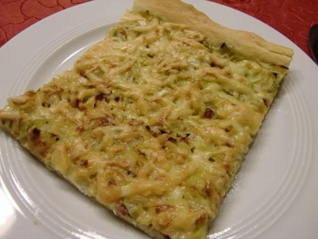Pizza mit Lauch und Schinkenwürfel - Rezept