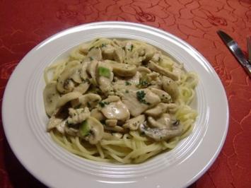 Champignons mit Hähnchenstreifen auf Spaghetti - Rezept