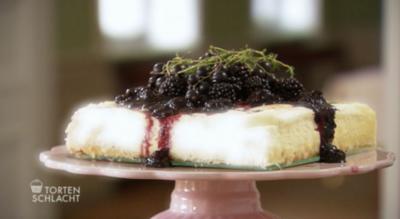 Cheesecake mit Brombeer-Johannisbeeren-Thymian Topping (Aylin Bertram ) - Rezept