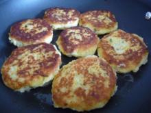 Vegan : Kichererbsen - Bratlinge mit Soja - Dill - Dip und Salat - Rezept