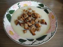 Vegan : Griessuppe mit Kokos-Brotwürfelchen - Rezept