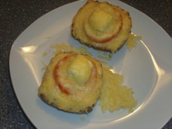 Überbackene Schusterjungs mit dreierlei Käse und Tomate - Rezept