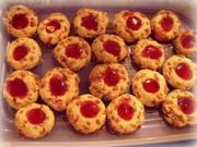 Weihnachtsplätzchen: Krokant-Häufchen mit Johannisbeergelee - Rezept
