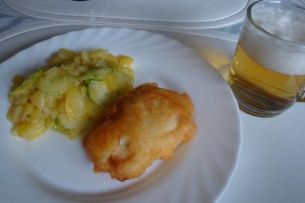 Backfisch im Bierteig mit schwäbischem Kartoffel-Gurkensalat - Rezept