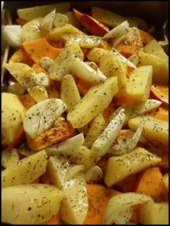 Hokkaido und Kartoffeln gebacken ...mit scharfer Kürbissoße - Rezept - Bild Nr. 4