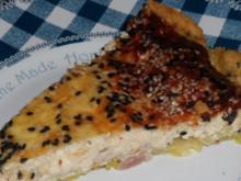 Feta-Trauben-Tarte mit Schwarzkümmel und karamellisierten Zwiebeln - Rezept