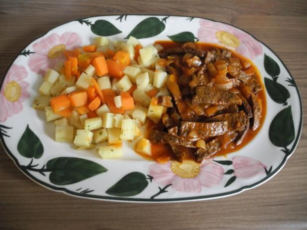 Vegan : Soja - Gulasch an Gemüse - Rezept