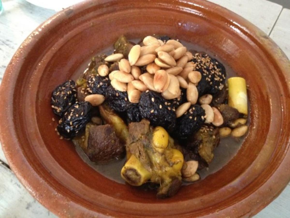 Rindfleisch Tajine mit Mandeln und Backpflaumen