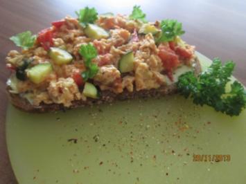 Rührei mit Zucchini und Tomate - Rezept