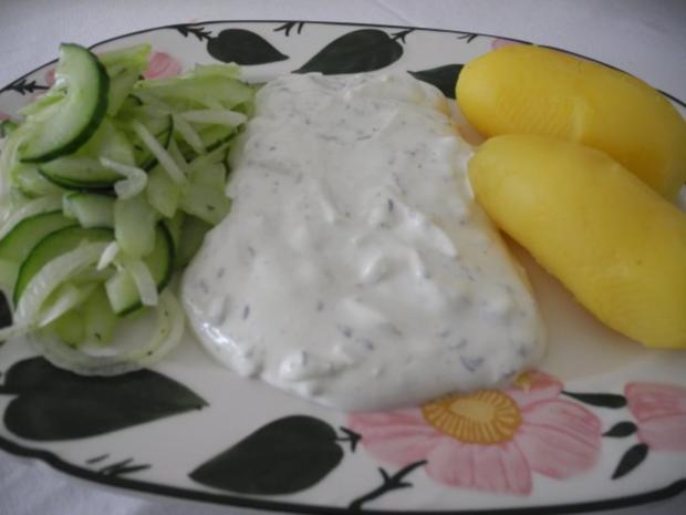 Vegetarisch : Pellkartoffeln - Zwiebelquark - Gurkensalat - Rezept - Bild Nr. 2