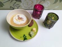Pastinaken-Cremesuppe mit Orangen und gerösteten Pinienkernen, dazu selbstgemachtes Brot - Rezept