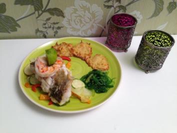 Zanderfilet auf buntem Gemüse mit Kartoffel-Parmesan-Rösti an Weißwein-Hollandaise - Rezept