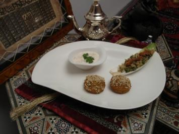 Falafel-Bällchen mit Taboulé-Salat und Sesampaste - Rezept