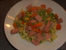 Butternudeln mit Gemüse und Frühstücksfleisch - Rezept