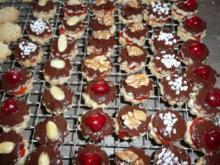 Weihnachtsgebäck : Nuss - Marzipantaler ca 90 Stück - Rezept