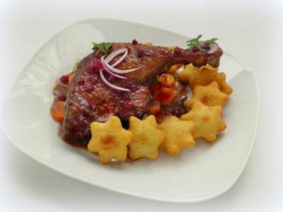 Barbarie-Entenkeulen mit Portwein-Preiselbeersauce und Kartoffelteig-Sternen - Rezept