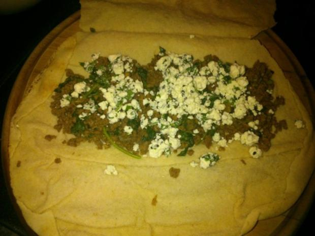 gefülltes arabisches Fladenbrot überbacken mit Schafskäse - Rezept - Bild Nr. 3