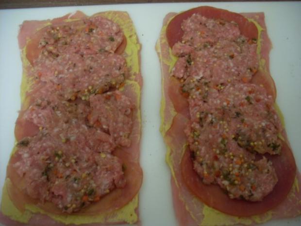 Pikant gefüllte Schweine-Roulade mit Kartoffel-Karotten-Stampf und Rahmgemüse - Rezept - Bild Nr. 5
