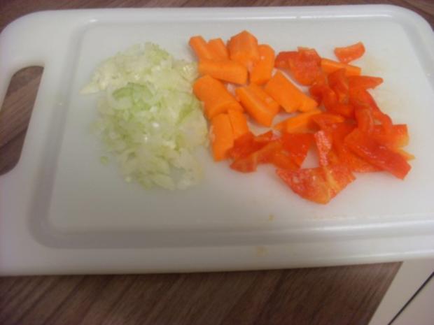 Pikant gefüllte Schweine-Roulade mit Kartoffel-Karotten-Stampf und Rahmgemüse - Rezept - Bild Nr. 7