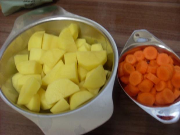 Pikant gefüllte Schweine-Roulade mit Kartoffel-Karotten-Stampf und Rahmgemüse - Rezept - Bild Nr. 16