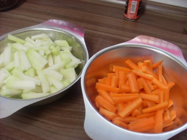 Pikant gefüllte Schweine-Roulade mit Kartoffel-Karotten-Stampf und Rahmgemüse - Rezept - Bild Nr. 17