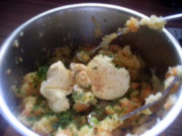 Pikant gefüllte Schweine-Roulade mit Kartoffel-Karotten-Stampf und Rahmgemüse - Rezept - Bild Nr. 21
