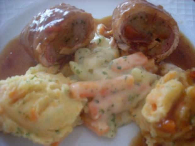 Pikant gefüllte Schweine-Roulade mit Kartoffel-Karotten-Stampf und Rahmgemüse - Rezept - Bild Nr. 2