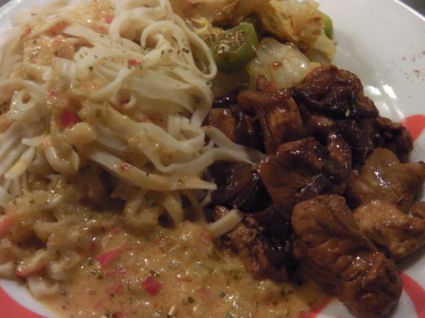 """Asia: Hühnchen in """"Thai Red Sauce"""" mit Chinakohl-Bratgemüse - Rezept - Bild Nr. 3"""
