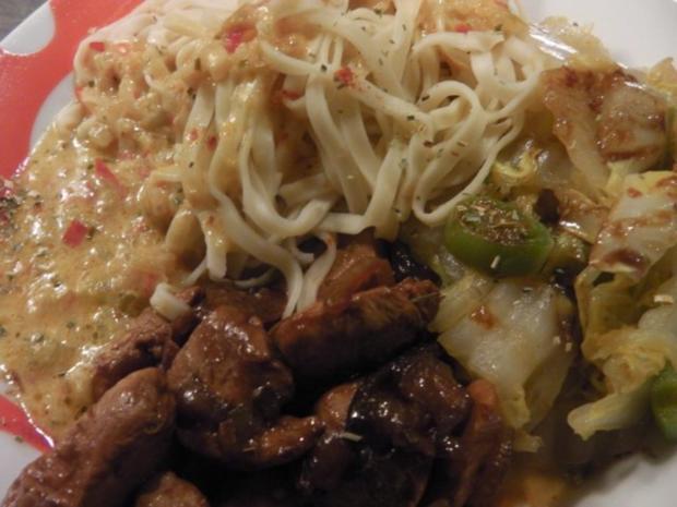"""Asia: Hühnchen in """"Thai Red Sauce"""" mit Chinakohl-Bratgemüse - Rezept - Bild Nr. 4"""