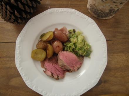 Filet vom Galloway-Rind mit Rotweinschalotten, Rosenkohlblätter und Rosmarinkartoffeln - Rezept
