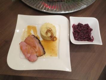 Westfälischer Krustenbraten in Biermarinade auf Preiselbeerrotkohl mit Kartoffepü - Rezept