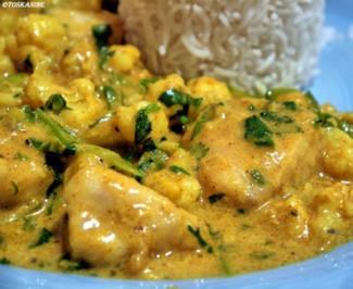 Rezept: Curry mit Hähnchen, Blumenkohl und Zuckerschoten