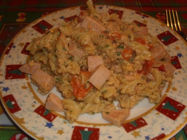 Nudeln mit Knoblauchwurst und Rührei - Rezept