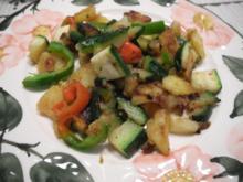 Vegan : 2 Gänge - Essen : Bunte Pfanne und Griessuppe mit Brotwürfelchen - Rezept