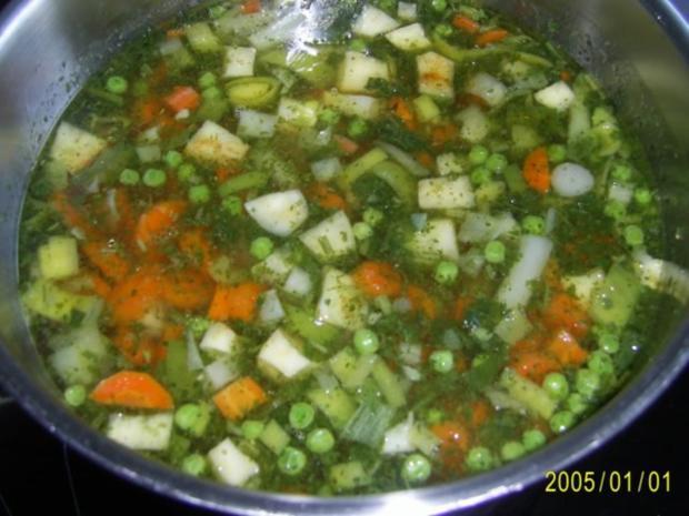 Suppen & Eintöpfe: Nudelsuppe mit knackigem Gemüse - Rezept - Bild Nr. 7