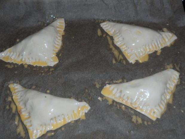 Abendessen/Snack: Blätterteigtaschen mit pikanter Feta-Paprika-Füllung - Rezept - Bild Nr. 6