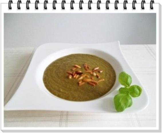 Grünkohl Cremesuppe mit Pinienkerne verfeinert - Rezept - Bild Nr. 2